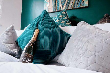 Serviced Apartment kingsized Bedroom