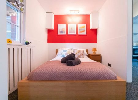 Comfy Double bed in Serviced apartment